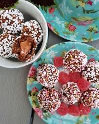 Chokladbollar med Dumle och Geléhallon