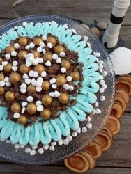 Kladdkaka med blå frosting, guldlakrits och kaffechoklad