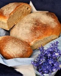 Luftigt bröd på vete och skållat rågmjöl