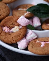 Pepparkakscookies med skumtomtegömma