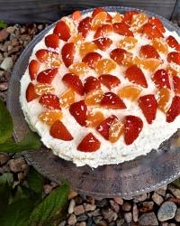 Sockerfri tårta med frukt
